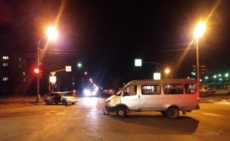 В Волжском пассажирка маршрутки получила травмы