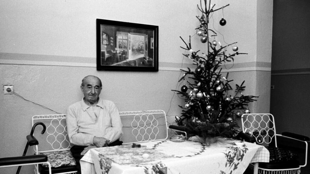 В 2021 году волгоградским пенсионерам запретили выходить из дома