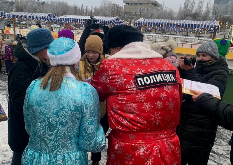 В Волгограде полицейские «превратились» в сказочных героев