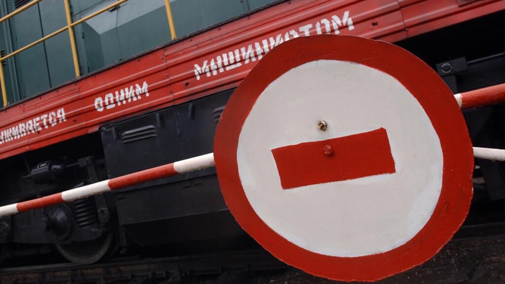 С 15 декабря в Советском районе Волгограда закрыли ж/д переезд