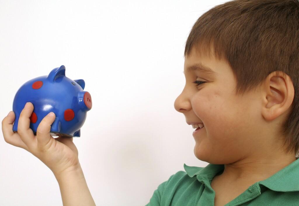 На счета родителей начали поступать обещанные к Новому году 5 000 рублей