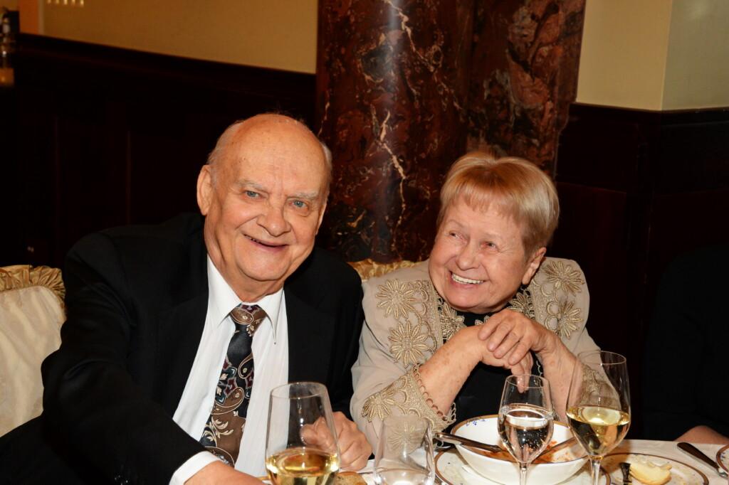 91-летнюю Александру Пахмутову госпитализировали с коронавирусом