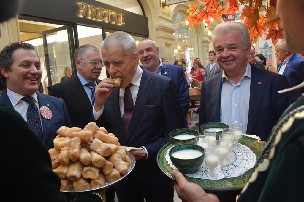 Онищенко предложил отказаться от длинных новогодних выходных