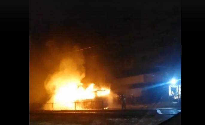 За ночь в Волгоградской области сгорел автобус и три автомобиля