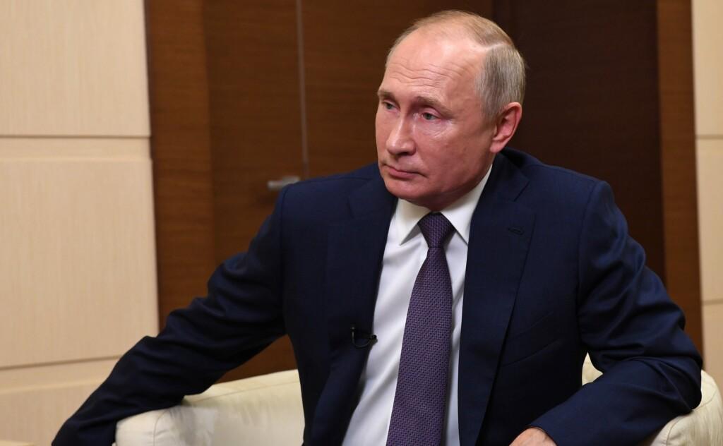 «Прошу не сердиться» – Путин рассказал о зарплатах и доходах россиян в уходящем году