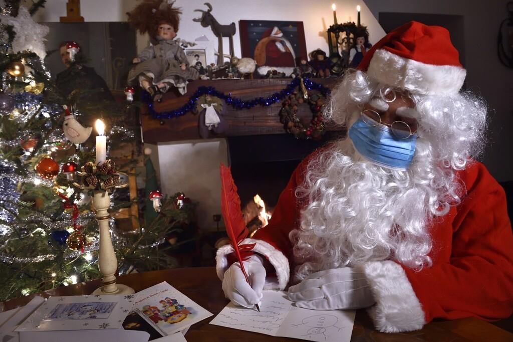 Дед Мороз и Санта Клаус не могут заболеть или заразить коронавирусом