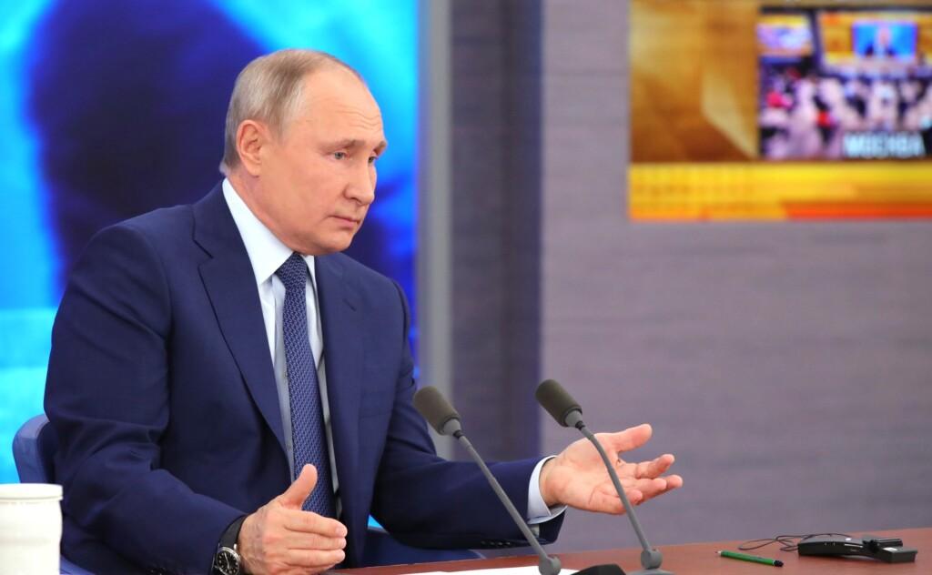 «Где деньги?»: Путин пообещал разобраться с отсутствием выплат работающим в «красной зоне»