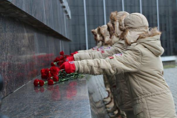 В День Неизвестного Солдата волгоградские поисковики провели памятную акцию