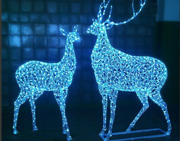 Улицы Волгограда украсят новые праздничные светящиеся украшения за 3,8 млн рублей