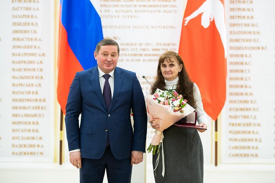Андрей Бочаров лично наградил волгоградцев