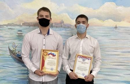 В Волжском двое студентов удостоились награды за спасение продавца