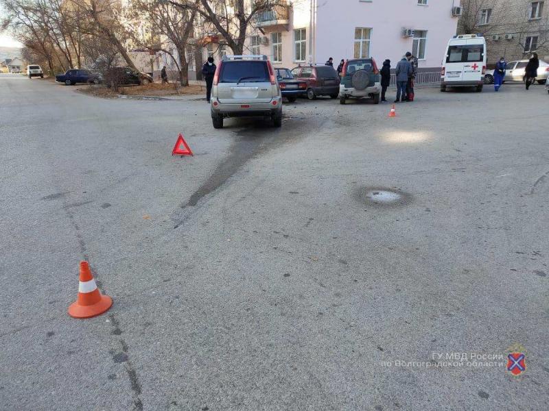 Автоледи протаранила два автомобиля и сбила пешехода