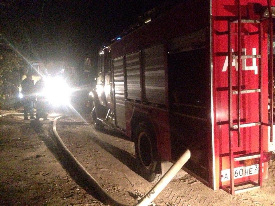 В Волжском пожарные вытащили из огня человека