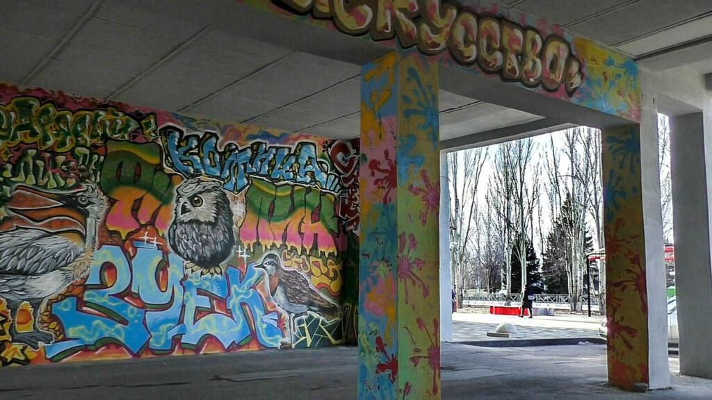 В центре Волжского будут подсвечиваться арки, расписанные художниками