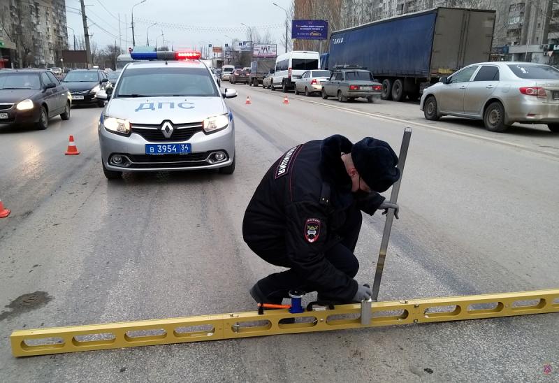 На юге Волгограда ГИБДД проверила скандально известный мост: найдены нарушения
