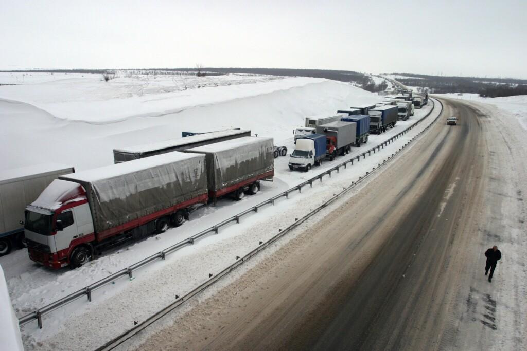 В Волгограде ограничили въезд грузового транспорта