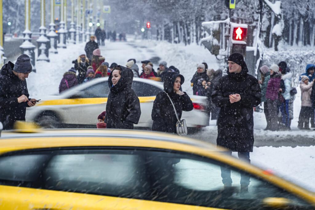 """""""Если вы видите под колесами снежную кашу…"""": Виталий Земцов объяснил, как понять, что дороги в Волгограде убирают"""