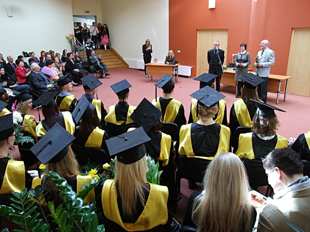 Волгоградским студентам разрешили учиться очно