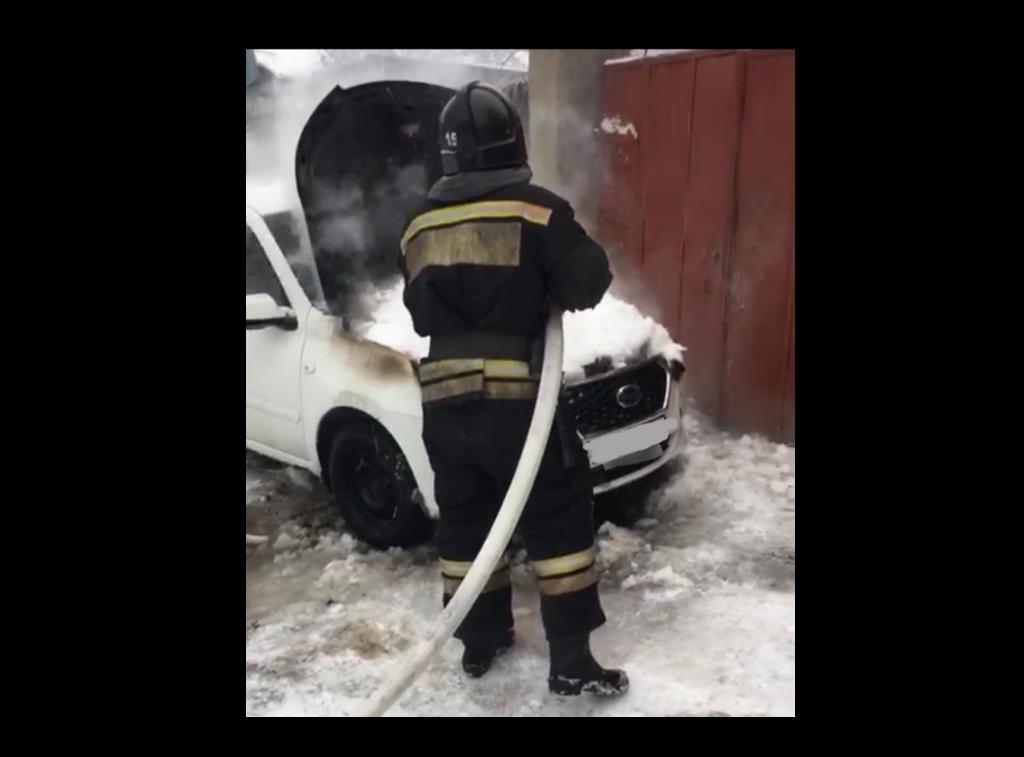 """Из-за неправильной эксплуатации в Волгограде сгорел """"Datsun"""""""