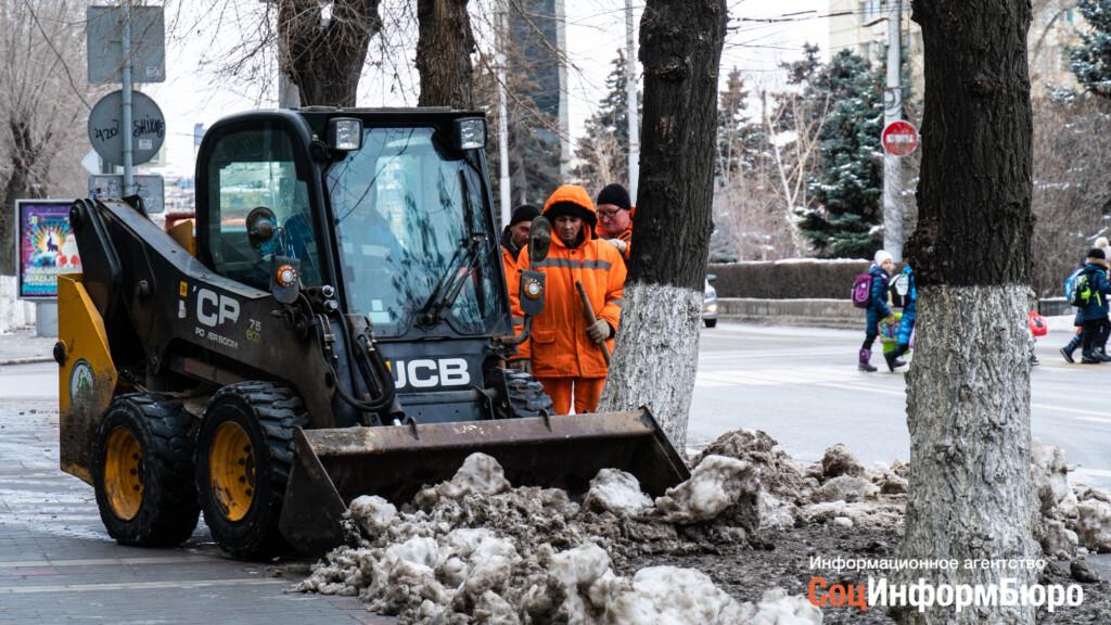 75 машин будут убирать дороги в Волгограде 1 марта