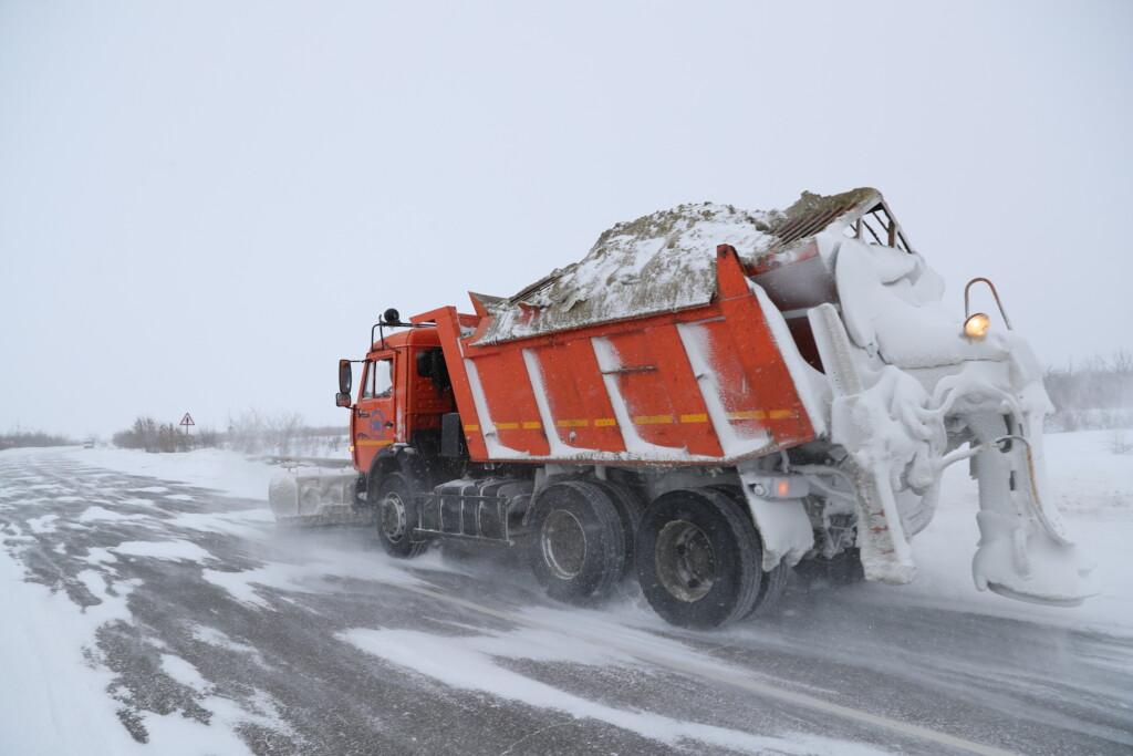 Около 700 единиц техники готовы чистить снежные завалы на трассах Волгоградской области
