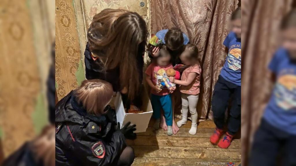 Волгоградские полицейские нагрянули с новогодними поздравлениями к семье с шестью детьми
