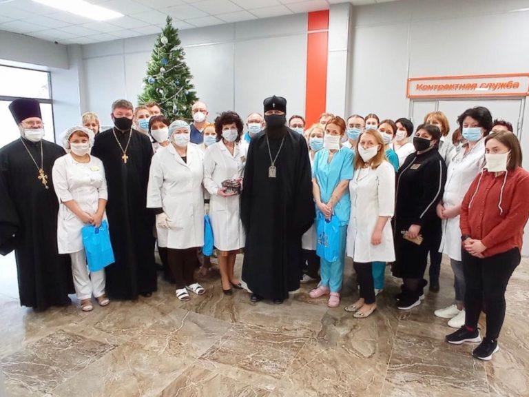 Волгоградский митрополит привез фрукты больным коронавирусом