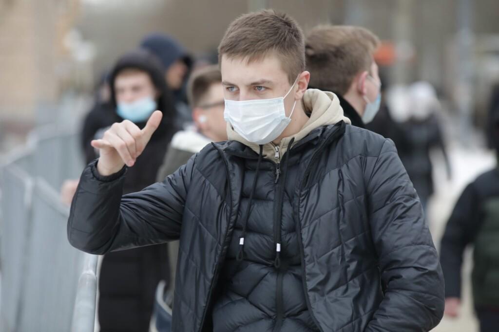 Появились снимки первых посетителей сквера Симбирцева в Волгограде