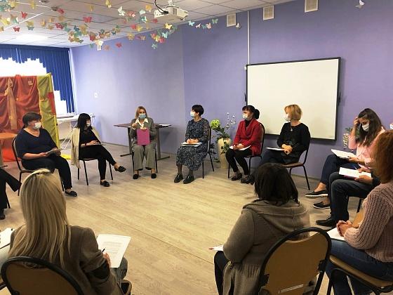 В Волгоградской области замещающих родителей вернули в школу