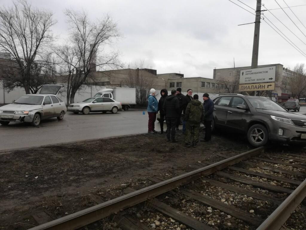5 февраля в Советском районе Волгограда парализовано движение трамваев из-за ДТП