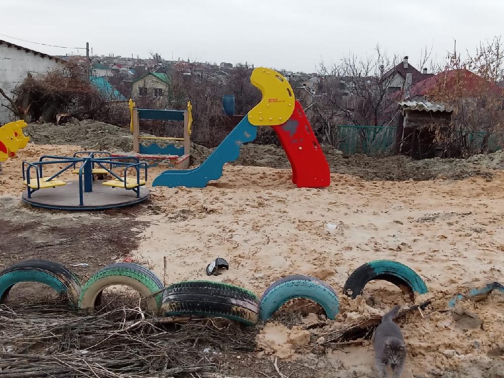 Найдены виновники падения в яму с водой школьника в Волгоградской области