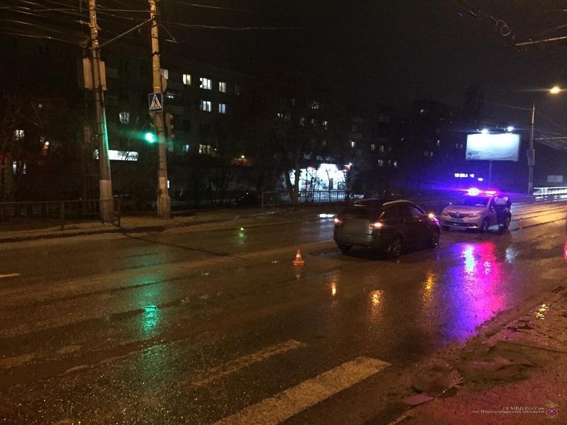 Шли на «зеленый»: сразу два пешехода за сутки оказались под колесами машин в Волгограде