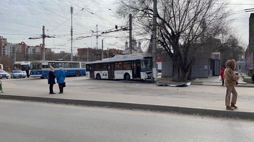 На Тулака произошло ДТП с участием автобуса и троллейбуса
