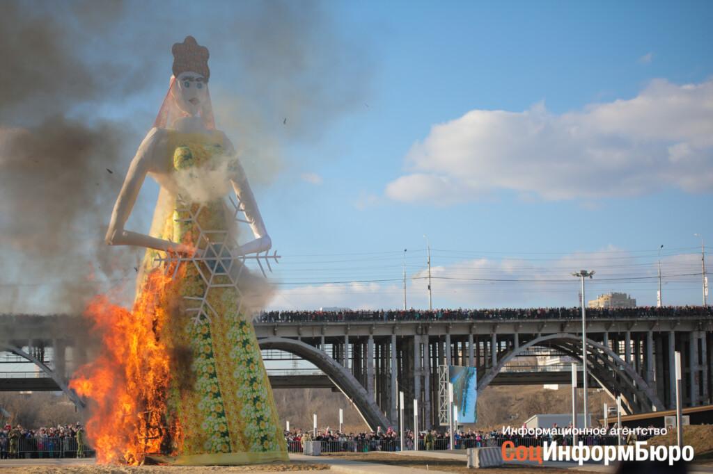 «Снова будет убожество?»: в Волгограде поставят гигантскую Масленицу, наполненную двумя сотнями елок