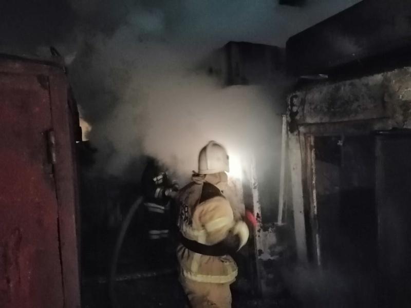 В Советском районе Волгограда на улице Горно-Алтайской ночью  сгорели две иномарки