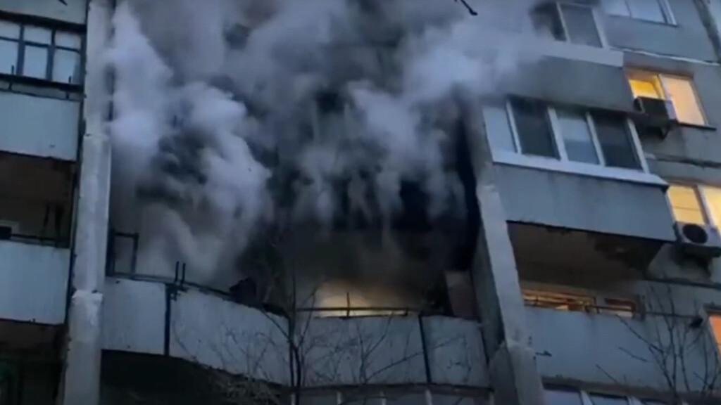 Из горящей задымленной многоэтажки в Волгограде пожарные вытащили больше полусотни жильцов (ВИДЕО)