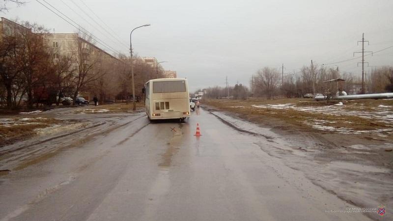 Пассажирский автобус сбил 12-летнего школьника в Волжском