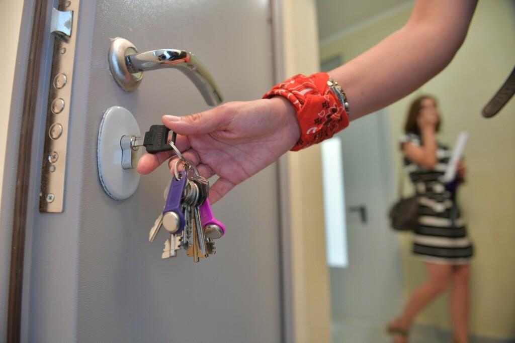 Сотрудницы налоговой «наварились» на 700 тысяч рублей продавая друг другу одну и туже квартиру