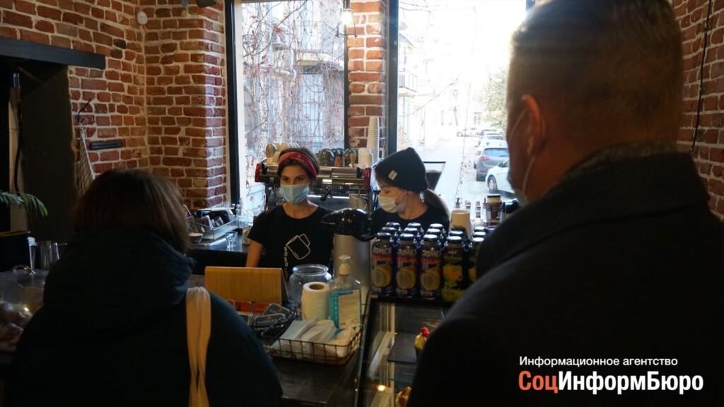 «У нас колоссальные убытки»: кафе и бары Волгограда просят чиновников снять коронавирусные ограничения