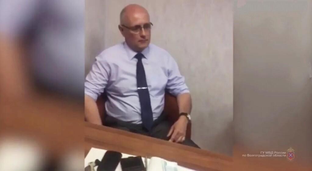Обвиняемому во взяточничестве и подлоге патологоанатому грозят 14 лет строгого режима