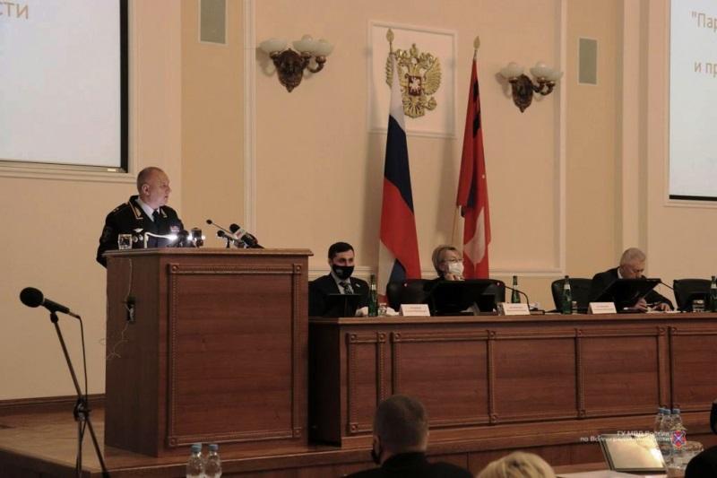 Александр Кравченко отчитался перед депутатами о борьбе региональной полиции с преступностью в 2020 году