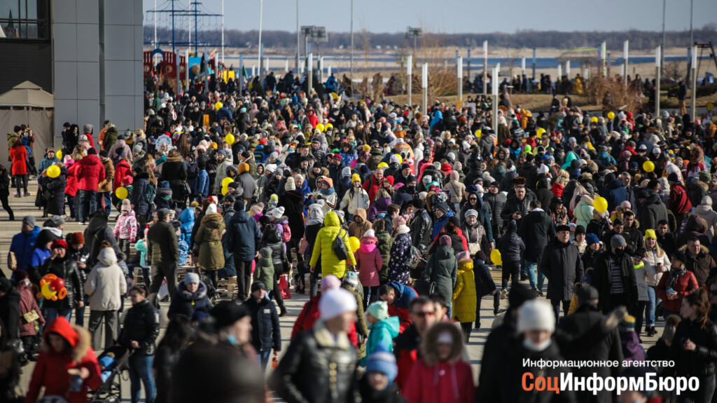 «Дорвались!»: 70 тысяч человек во время пандемии смотрели на горящую Масленицу в Волгограде