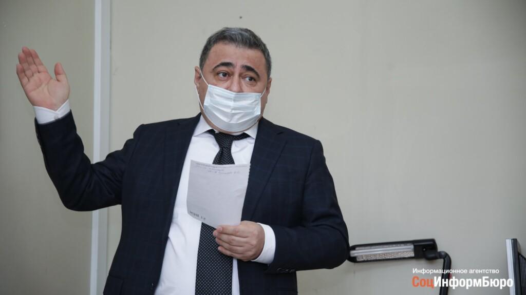 «В администрации района вообще не знали, что их надо переселить»: Руслан Шарифов взялся помогать жильцам аварийного дома