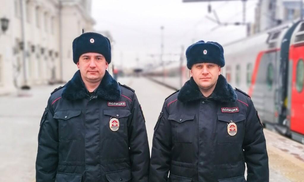 Волгоградские полицейские помогли крымчанину без связи и денег вернуться домой