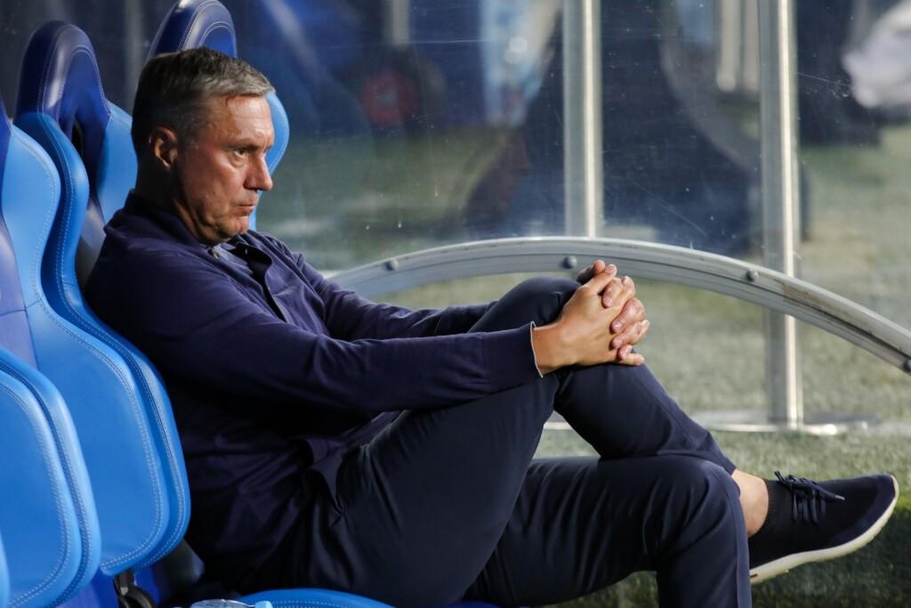 После последнего проигрыша команды с должности главного тренера «Ротора» уволен Александр Хацкевич