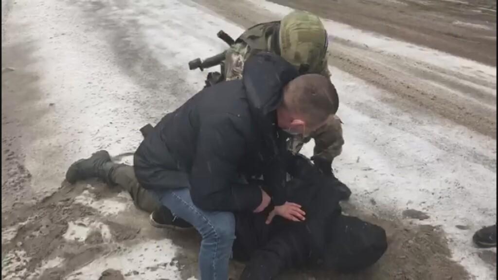 В Волгограде и еще 27 регионах пресекли деятельность подпольных оружейных мастерских
