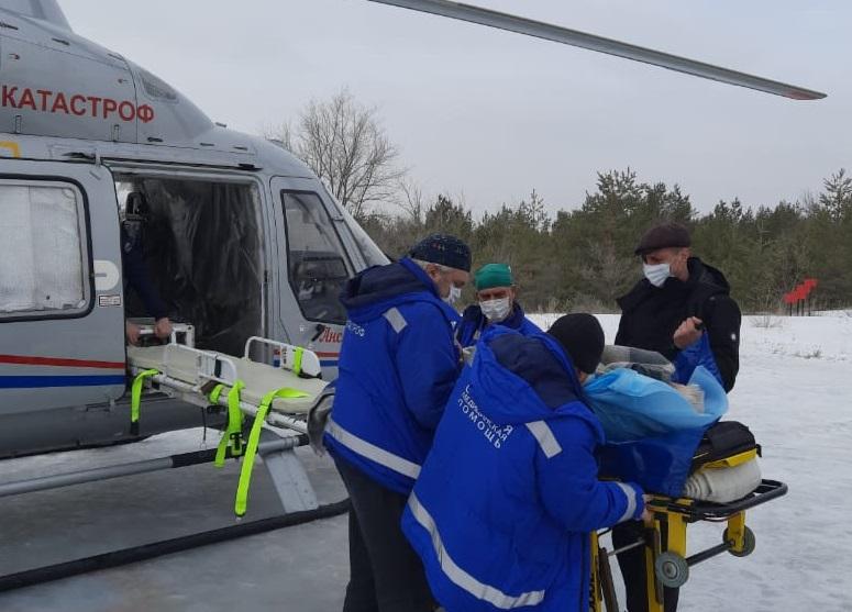 72-летнего пенсионера с инфарктом доставили на вертолете в Волгограда