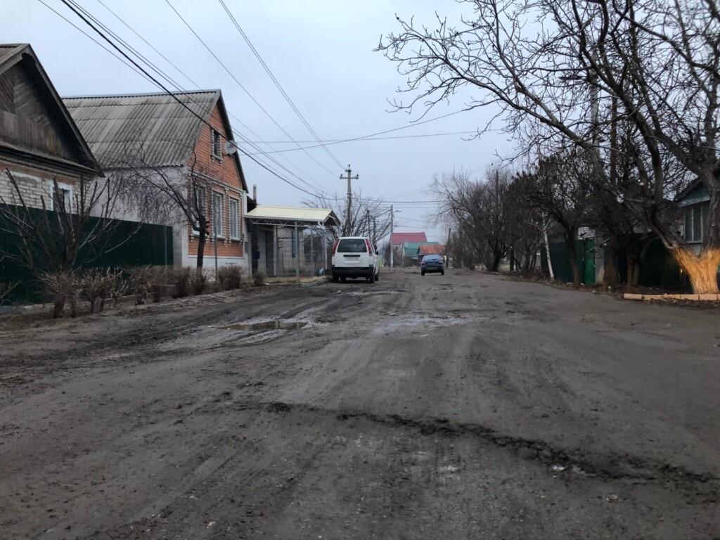 «Насыпем асфальтовую крошку»: в мэрии Волгограда объяснили, как справятся с грязью на дорогах в частном секторе