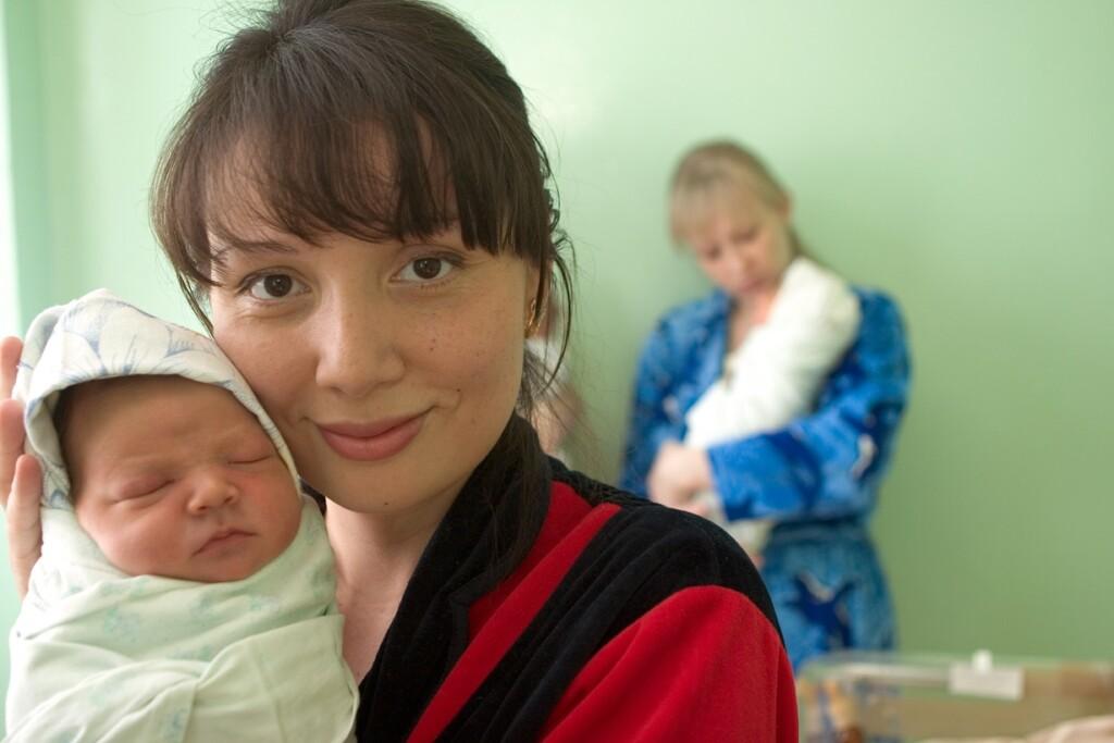 В Минтруде рассказали, кому положена и как оформить выплату на детей родителям-одиночкам