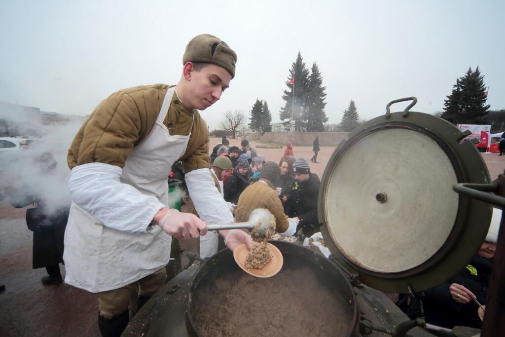 """Мероприятия может и не быть, но аукцион объявили: власти Волгограда покупают """"полевую кухню"""" за 160 тысяч рублей"""